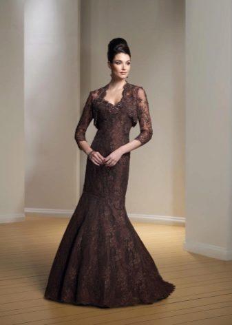 Коричневое платье с гипюром