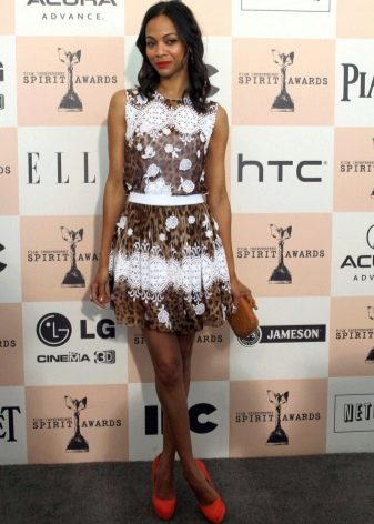 Коричнево-белое платье