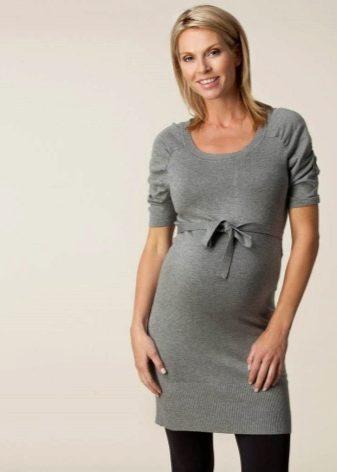 Теплое трикотажное платье короткое для беременных