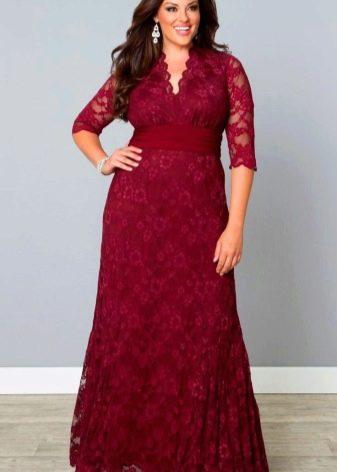 Длинное красно-бордовое платье с V-образным вырезом для полных женщин