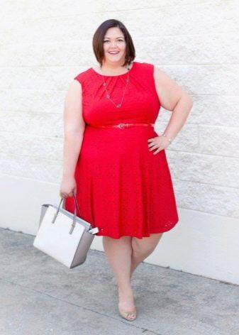 Красное платье без рукавов для полных женщин с А-образным силуэтом под ремешок красного цвета