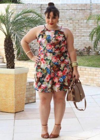 Простое платье для полных женщин невысокого роста