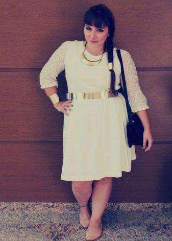 Подходящие аксессуары к платья для полных женщин невысокого роста