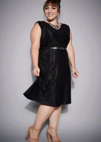 Платье из блестящей ткани для полных невысоких женщин