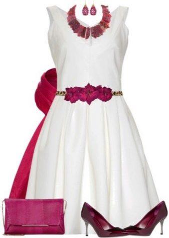 Молочное платье и бордовые аксессуары