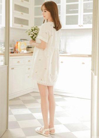 Молочное льняное платье-сорочка