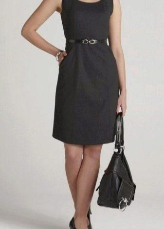 Колготки телесного цвета к черному офисному платью