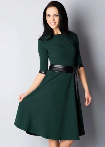 Офисное платье зеленого цвета