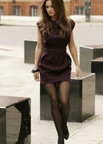 Офисное коричневое платье из плотной натуральной ткани