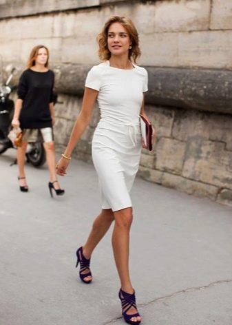 Белое летнее офисное платье