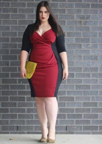 Комбинированное красно-черное платье-футляр для полных