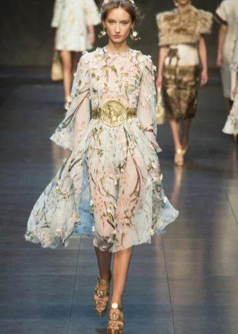 Платье из органзы жемчужного цвета
