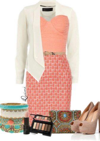С чем носить персиковое платье