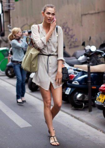 Короткое платье-рубашка с длинным рукавом в стиле сафари