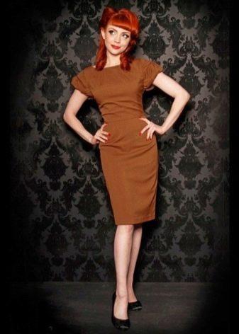 Платье шоколадного цвета для рыжеволосых девушек