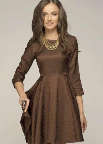 Короткое платье шоколадного цвета