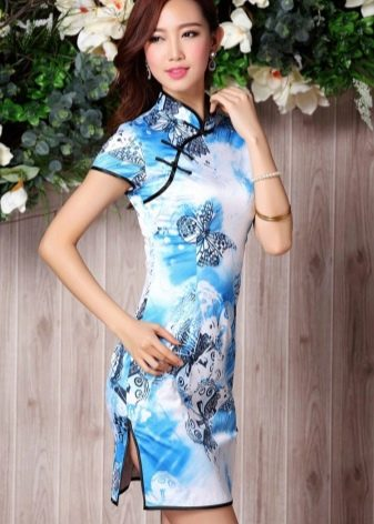 Распущенные волосы к платью в китайском стиле