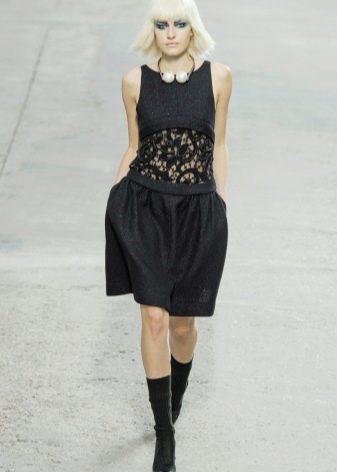Платье от Шанель с жемчужным украшением