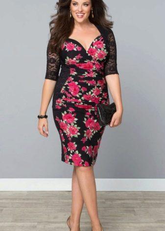 Платье с цветочным принтом для полных футляр