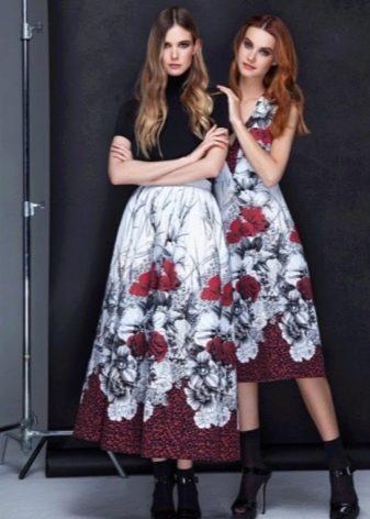 Платье с крупным цветочным принтом миди