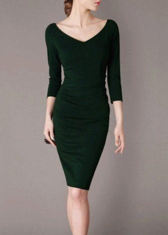 Платье-футляр темно-зеленого цвета в деловом стиле