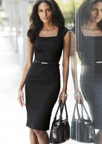 Летнее черное строгое платье делового стиля и аксессуары к ниму