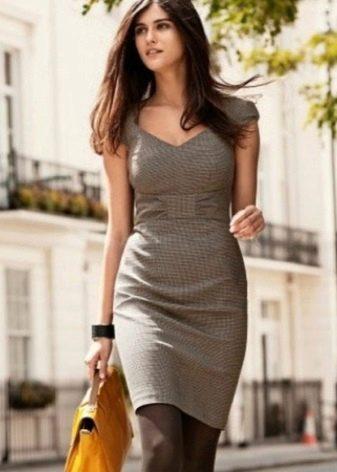 Хлопковое серое платье в деловом стиле