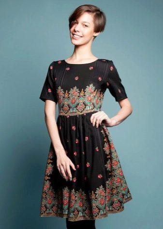 Платье в русском стиле средней длины