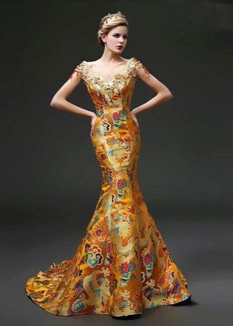 Платье золотого цвета в восточном стиле с национальными рисунками