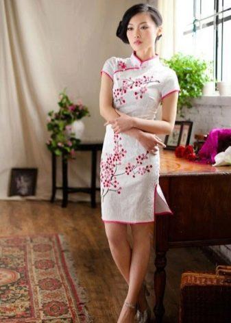 Платье в восточном стиле с сакурой