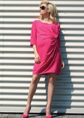 Платье цвета амарант