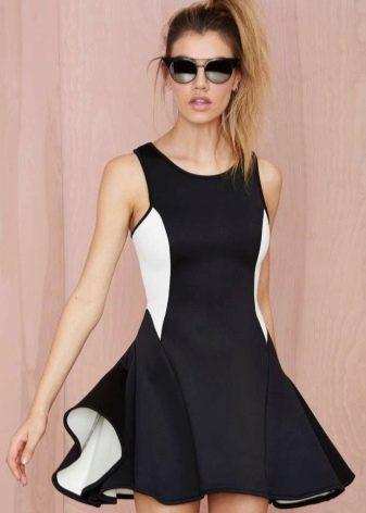 Красивое спортивное платье черно-белое