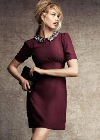 Бордовое деловое платье