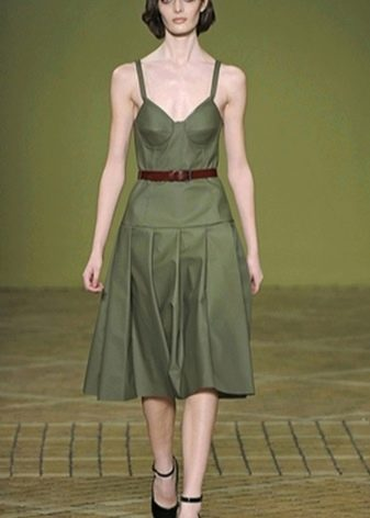 Платье цвета Deep Lichen Green