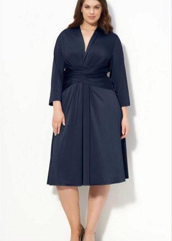 Трикотажное платье синего цвета А-образного силуэта для полных