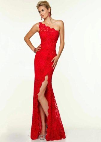 Красное асимметричное платье на одно плечо