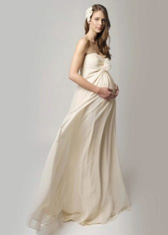 Молочное длинное платье для беременных
