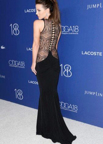 Кейт Бекингсейл в платье со шлейфом