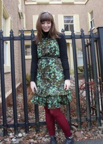Камуфляжное платье в сочетание с бардовым
