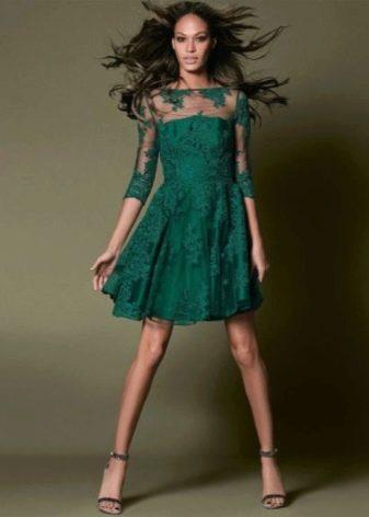 Зеленое кружевное платье а-силуэта