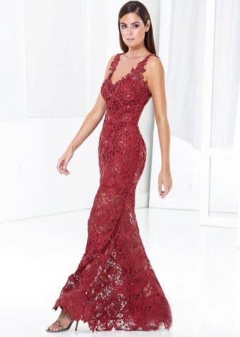 Бордовое платье кружевное