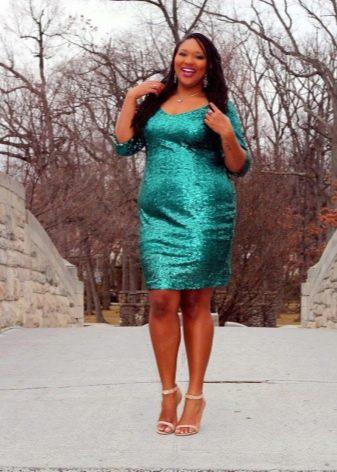 Нарядное платье-футляр цвета морской волны для полных женщин