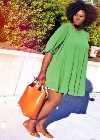 Зеленое короткое платье-туника для полных женщин