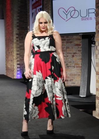 Платье - сарафанс цветочным принтом для полных женщин