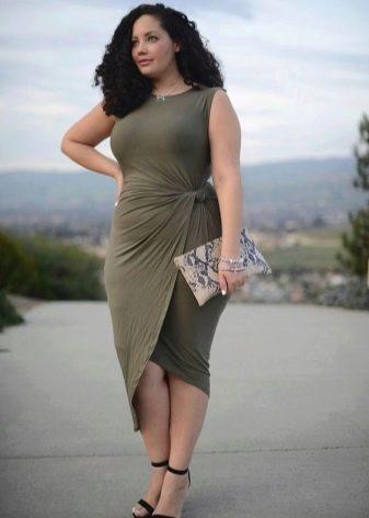 Платье с ассиметричным подолом для полных женщин