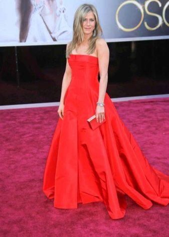 Красное длинное платье А-силуэта