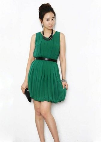 Платье-баллон для девушек с грушевидной фигурой