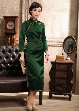 Зеленое платье-ципао длины миди с боковыми разрезами