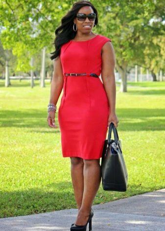 Платье-футляр для полных девушек