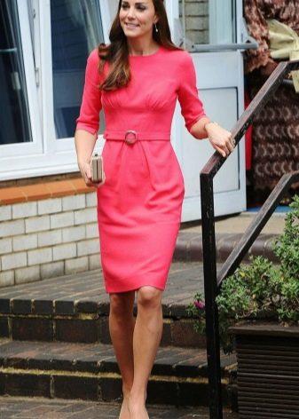Платье-футляр с рукавом средней длины